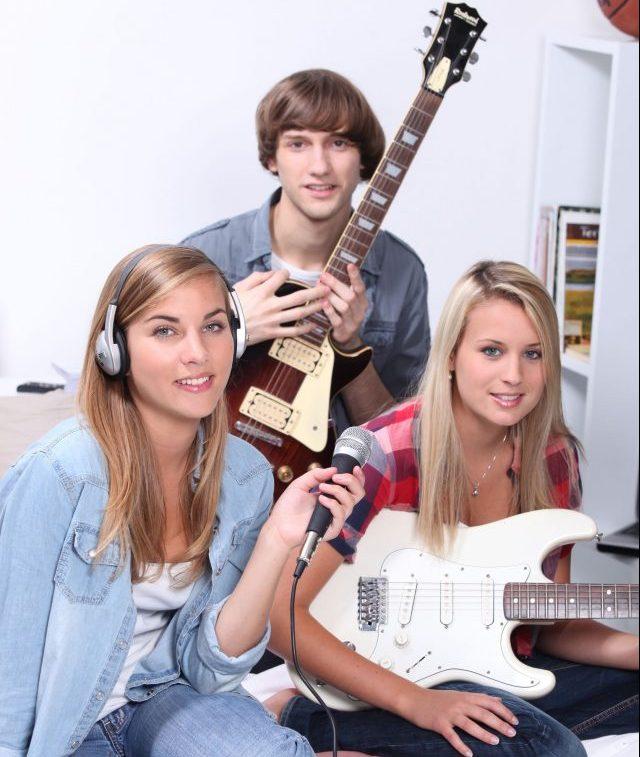 E-Gitarrenuntericht in Berlin - Amadeus MusikschuleKeyboard & Klavier Unterricht in Berlin - Amadeus Musikschule